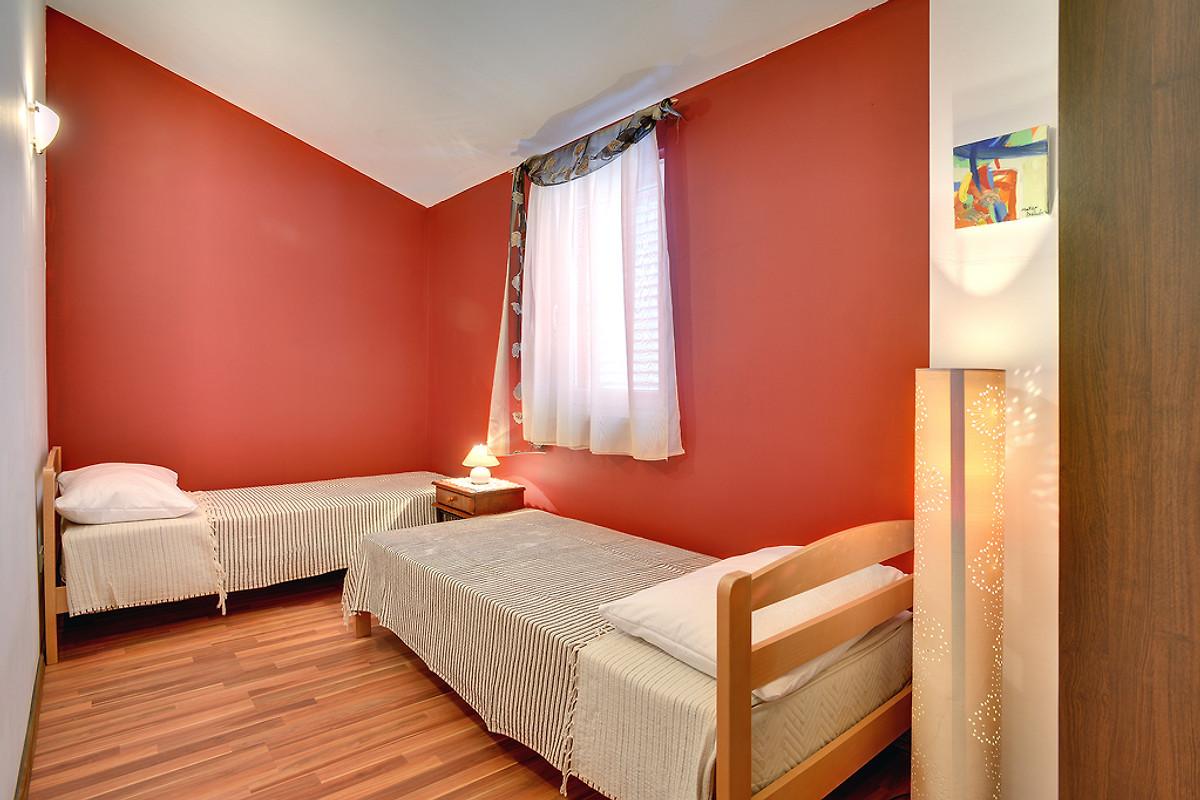Rovinjsko selo 0331 casa vacanze in rovinjsko selo for Piani casa a prezzi accessibili 5 camere da letto