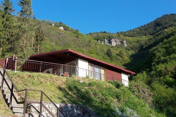 Bungalow sul lago di garda tignale casa vacanze in for Case vacanze sul lago di garda