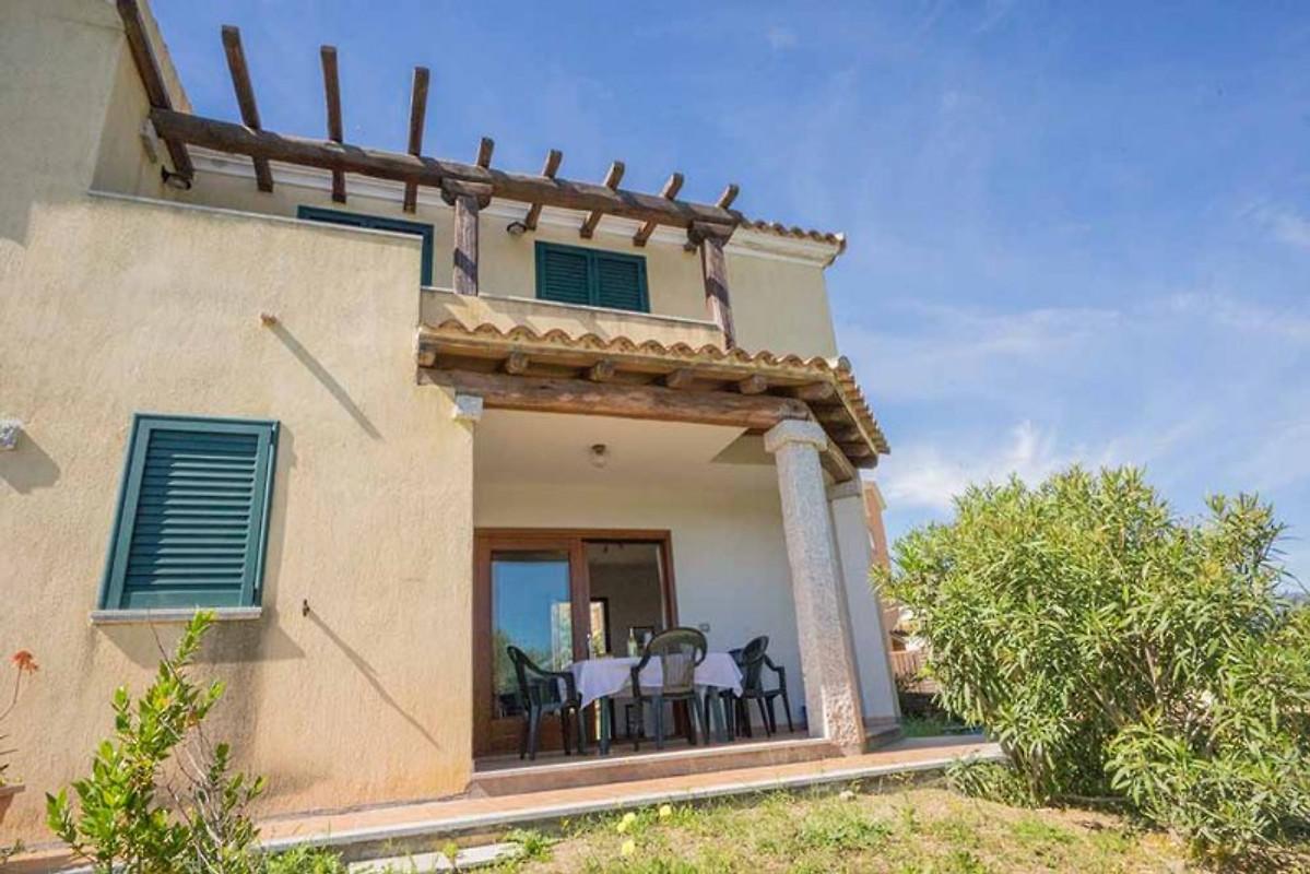 108 3 casa a schiera con vista sul mare casa vacanze in budoni affittare for Piani di casa sotto 1500 piedi quadrati