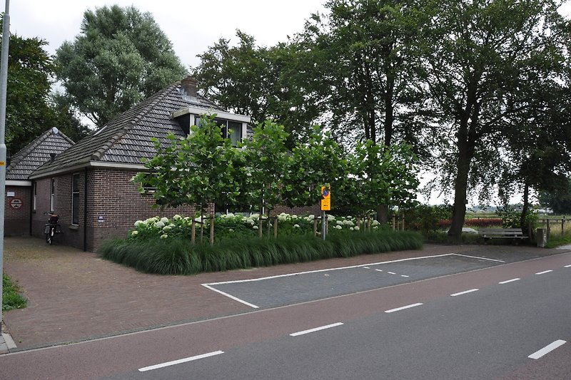 privat Parkplatz linke Seite Villa
