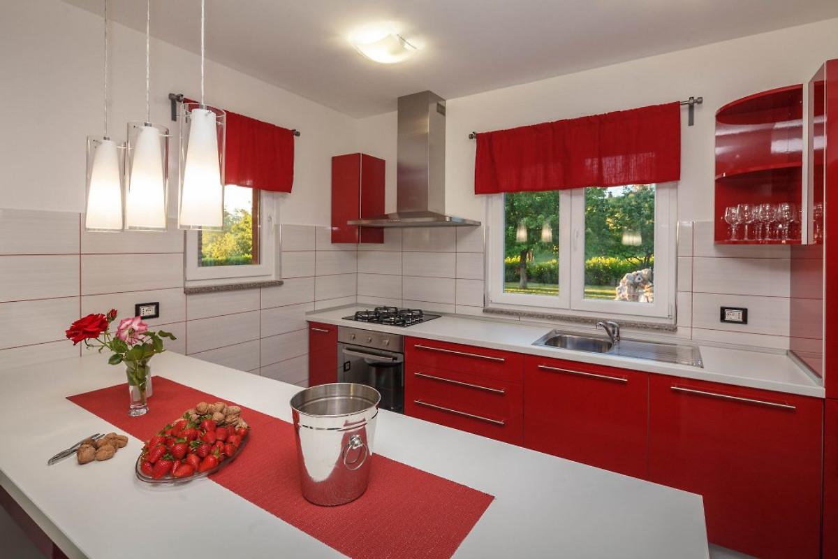 sch ne villa im binnenland istrien ferienhaus in motovun mieten. Black Bedroom Furniture Sets. Home Design Ideas