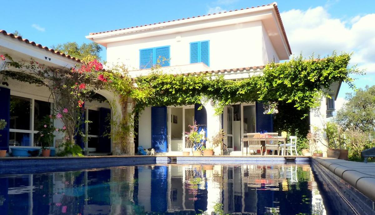 villa bloomer holiday home in lloret de mar. Black Bedroom Furniture Sets. Home Design Ideas