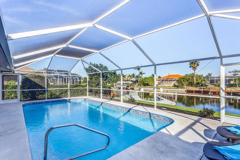 Terrasse und Pool
