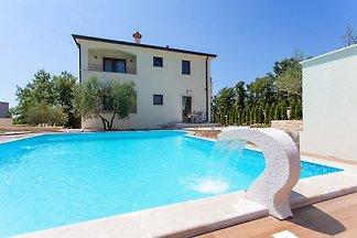 Maison Dani avec piscine près de Porec