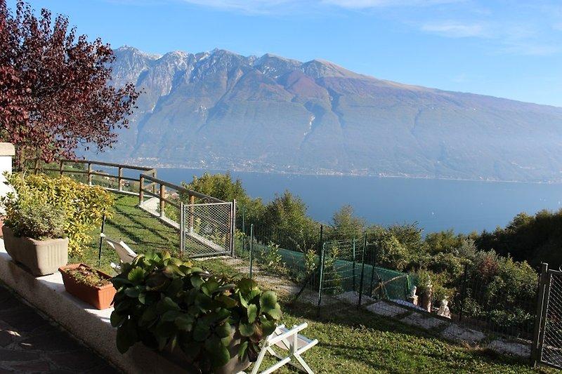 See- und Bergblick von der Terrasse