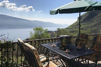 Fantastic apartment with a great garden and breathtaking lake view in a quiet location!
