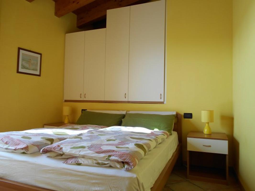 Rustiko la fontana ferienhaus in tignale mieten for Schlafzimmer rosa