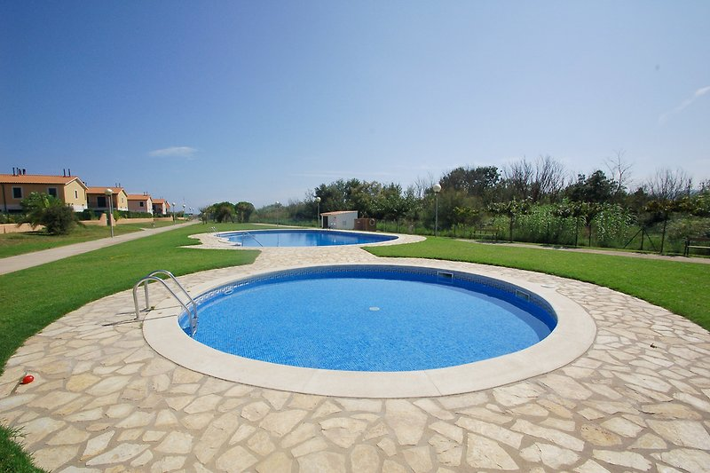 Pools mit Garten