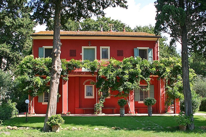 Villa Gambino von der Rückseite, auf 2 Etagen gibt es 6 Schlafzimmer und 5 Bäder