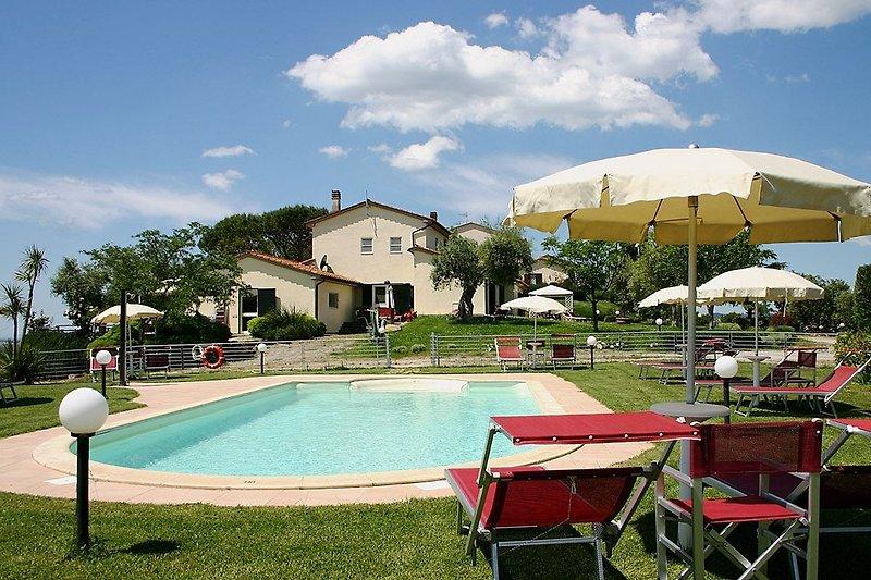 "Blick vom Pool auf das ""Baia degli Ulivi"""