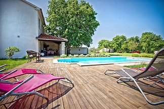 Villa Altra with swimming pool