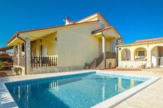 Ferienhaus Davor mit Pool