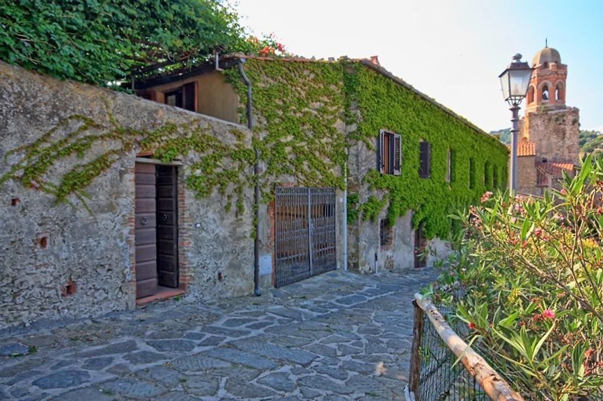 Calle In Castiglione Della Pescaia Herr R Falconi