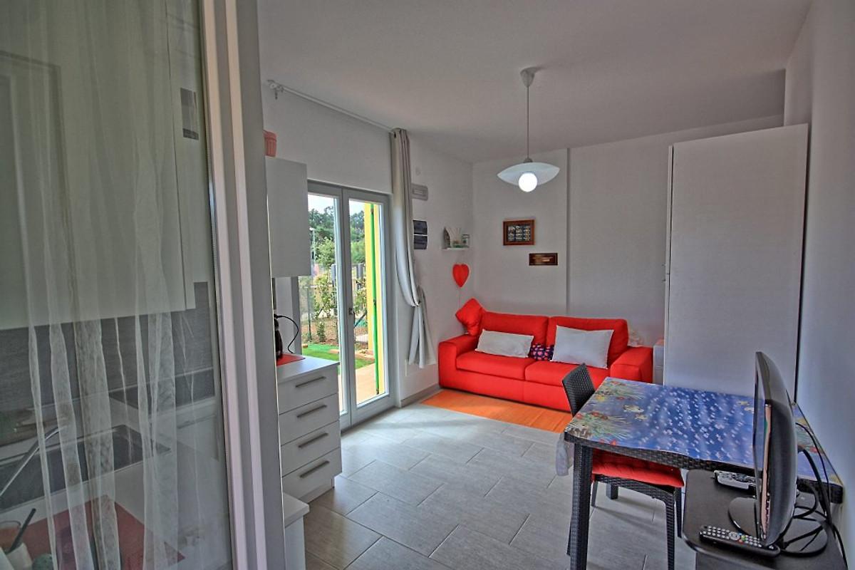 Elena vakantie appartement in porto azzurro huren - Kitchenette met stoelen ...