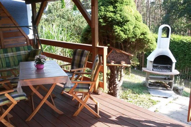 Entspannen auf der großen teilüberdachten Terrasse