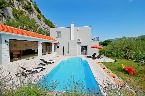 VILLA PASIKA with privste pool, summer kitchen, BBQ, 4 bedrooms