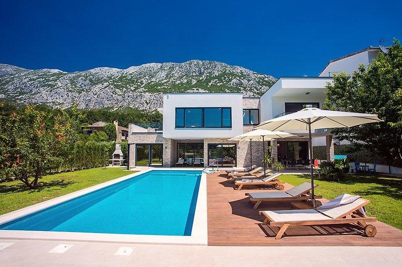 Villa Agava mit beheiztem Pool, Whirlpool, Sauna, Fitnessraum und 4 Schlafzimmern mit Bad
