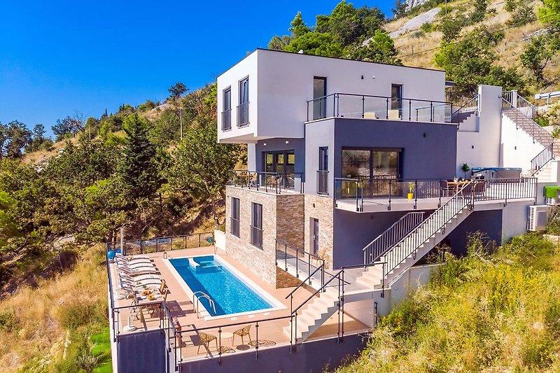 Stilvolle Villa in einer ruhigen Umgebung, 4 Schlafzimmer mit Bad