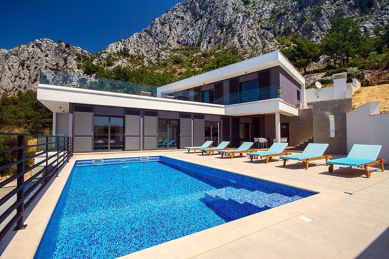 Moderne und luxuriöse Villa Kanunel mit 4 Schlafzimmern mit herrlichem Meerblick