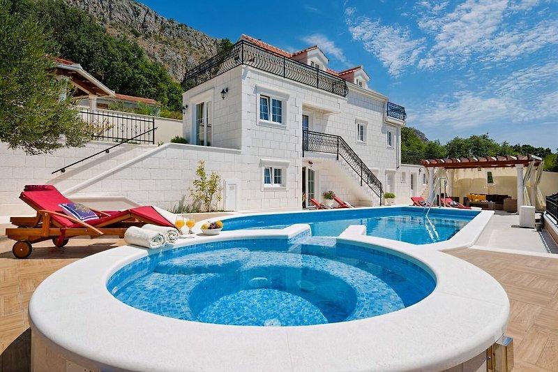 Villa Maja mit Jacuzzi, beheizten Pool mit Privatsphäre