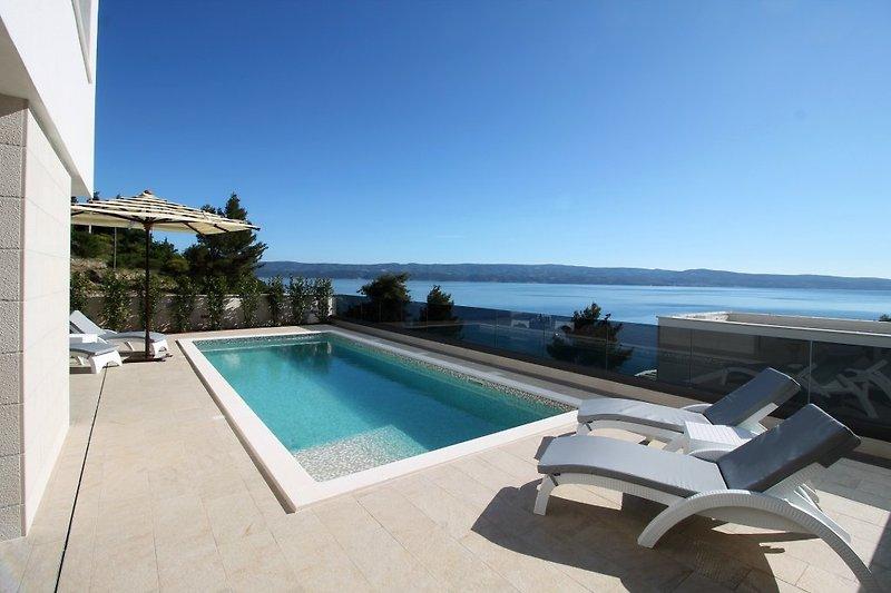 NEUE Villa Ivan - nur 80 m vom Strand entfernt, beheizter Pool 8,6m x 3,5m