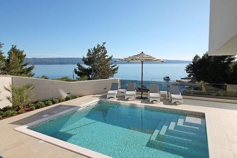 Villa Petra NEU - nur 50 m vom Strand entfernt, beheizter Pool 5m x 6m