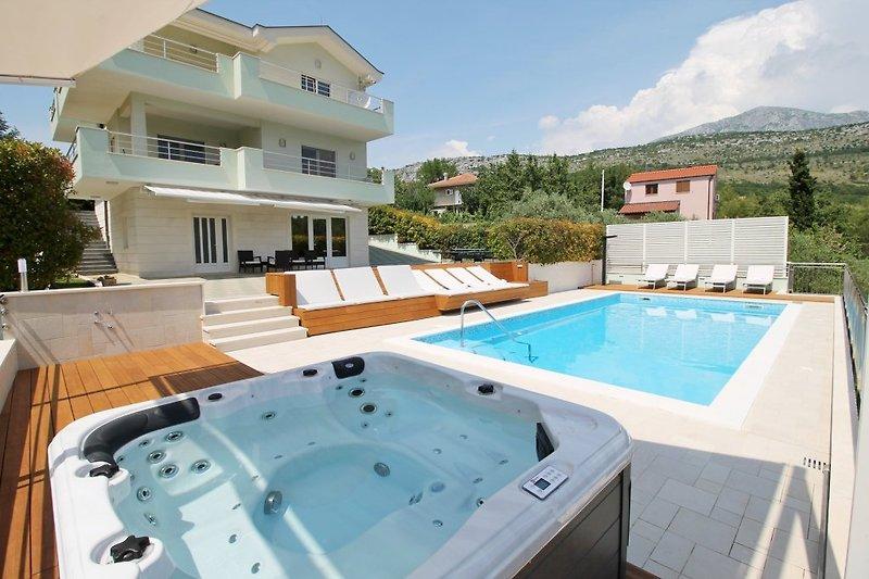 Villa Lovrić - Genießen Sie in Jacuzzi und absolute Privatsphäre in Villa in sehr natürlicher Umgebung