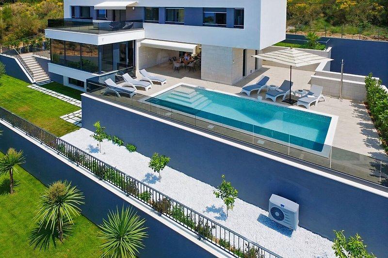 Villa Ivan mit 5 Schlafzimmern, Fitnessraum, Sauna, nur 80 m vom Strand und Restaurant
