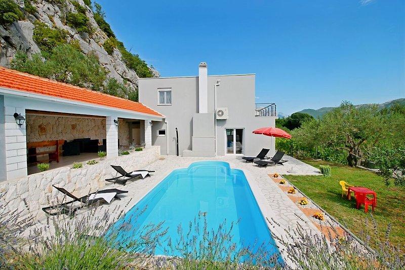 VILLA PASIKA mit privatem Pool, Sommerküche, Grill, 4 Schlafzimmer