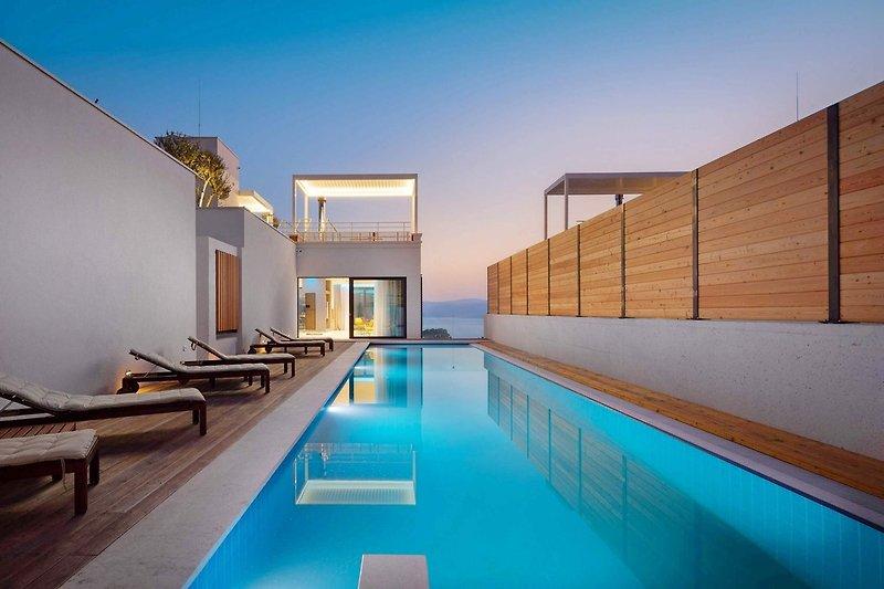 Hochwertig gestaltete Villa Bura mit beheiztem Pool, Whirlpool, Wellness, Fitnessraum, Sauna, 3 Schlafzimmern, Meerblick