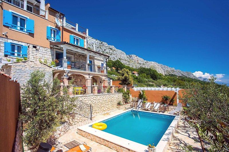 Villa Diana mit privatem Pool, 4 Schlafzimmern und herrlichem Meerblick