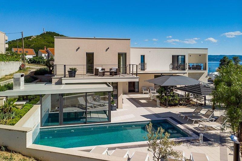 Luxuriöse und komfortable Villa mit 4 Schlafzimmern mit eigenem Bad,250m vom Strand entfernt in Podstrana,max 8 Personen