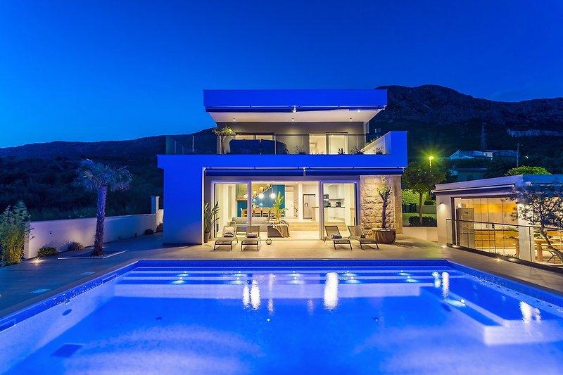Geräumige und stilvolle Villa für 10 Personen, voll klimatisiert, mit PS4 und Pool