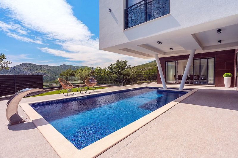 New and stylish Villa Bruna with 32sqm heated pool, sauna, billiard and media room