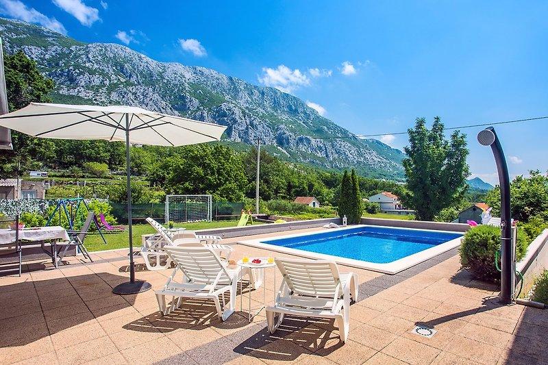 VILLA ANTONY mit privatem Pool 6m * 4m und Essbereich im Freien