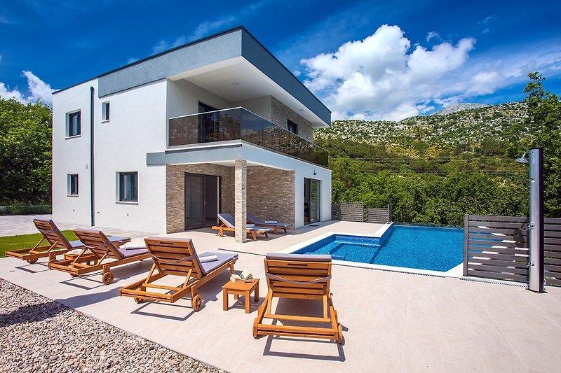 Villa Zora - comfortable heated 30m2 Pool