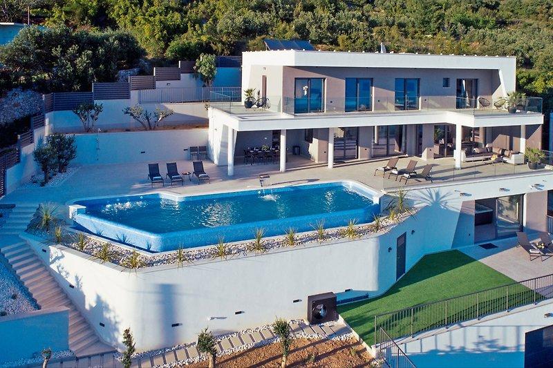NEU! Luxuriöse Villa ADA mit Whirlpool, Sauna, Fitnessraum, Infinity-Pool und Meerblick