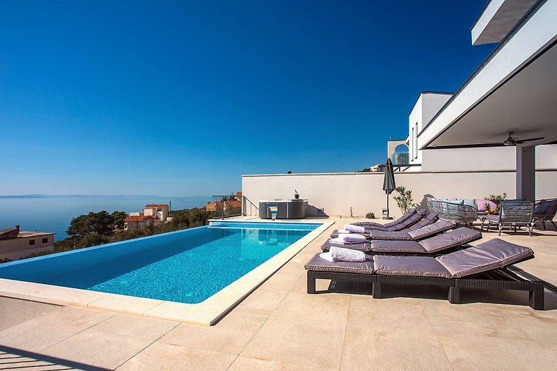 Privater beheizter Infinity-Pool (32 m²), Whirlpool, herrlicher Meerblick