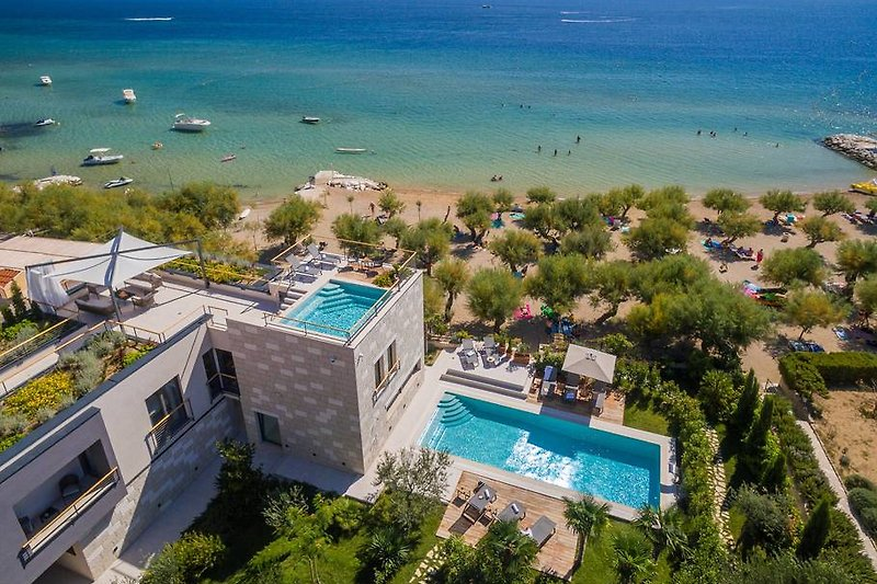 Beachfront Villa Flores mit Innenpool, Außenpool, Sauna, Fitnessraum, Whirlpool auf dem Dach