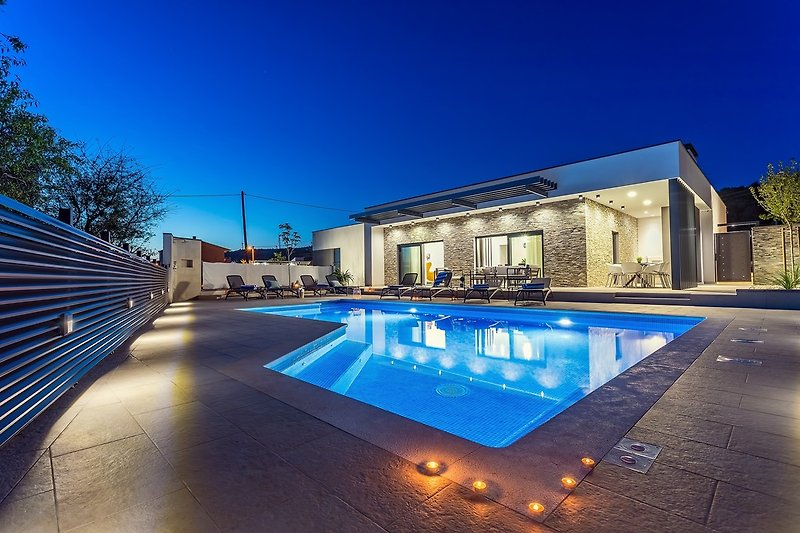 Villa Casa Mia ist eine neue und sehr schön eingerichtete Villa mit privatem beheiztem Pool für 8 Personen