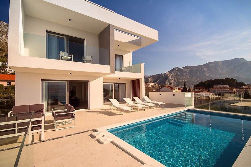 BRANDNEU!! Luxus Villa Lapis in Duće-Omiš, 10 Personen max