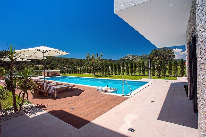 Die Villa ist sehr geräumig und bietet alle modernen Annehmlichkeiten für einen erholsamen Urlaub