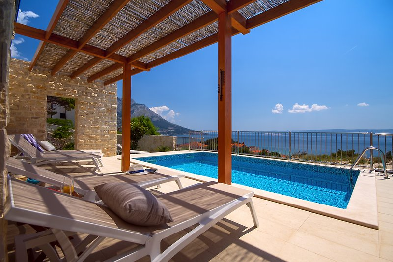 Villa Oslo with heated  pool 6*4m, sea views and 4 bedrooms
