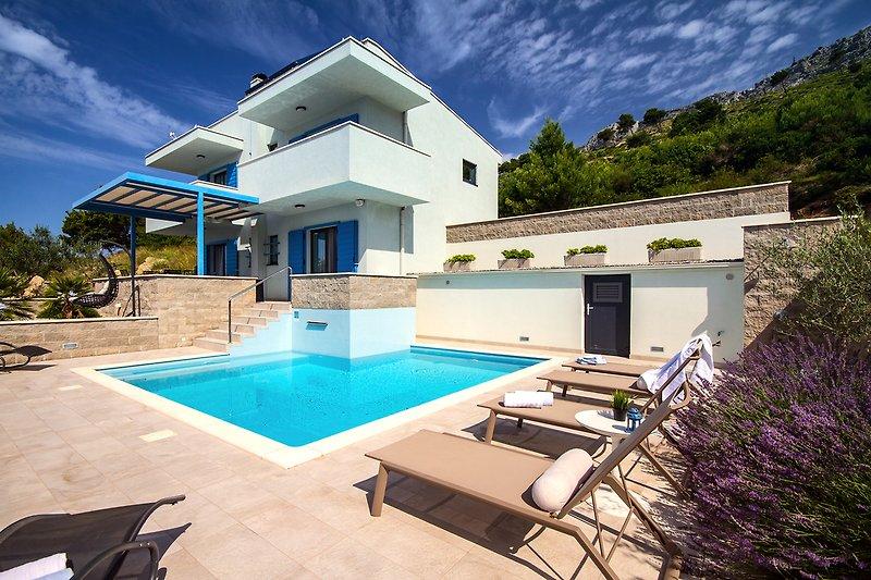 Villa Allegra mit privatem beheiztem Pool und offenem Meerblick