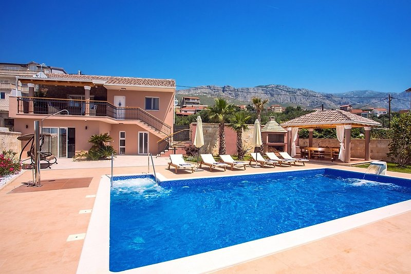 Villa Antura with private heated 50sqm pool, 3 bedrooms, 3 bathrooms and a gym