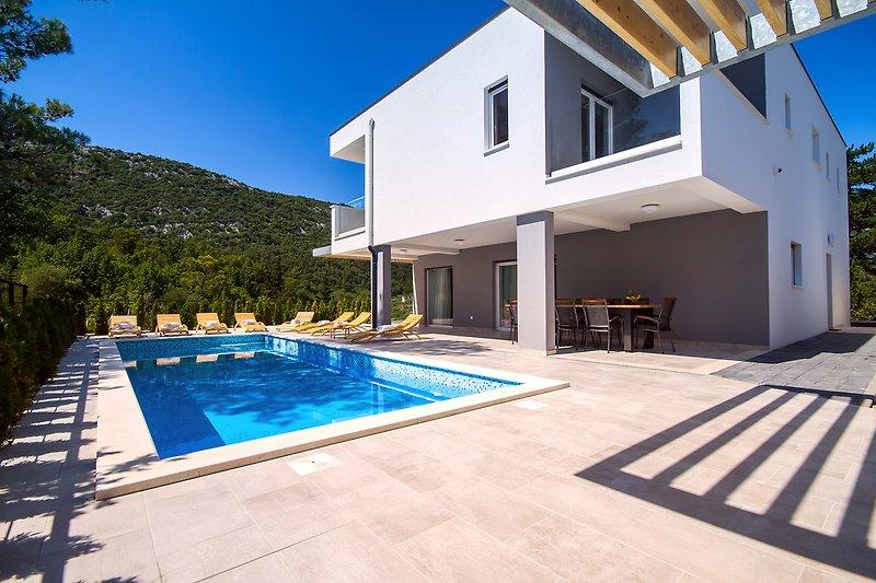 Villa Tela with 33sqm heated pool, whirlpool, sauna & summer kitchen