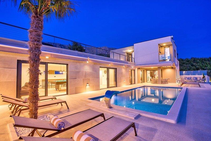 Luxusvilla mit 4 Schlafzimmern, beheiztem Pool, Billardtisch, Sauna, Whirlpool und herrlichem Meerblick