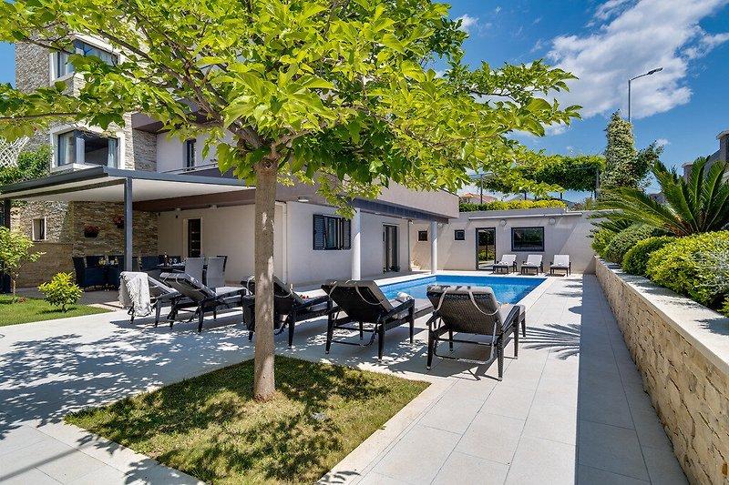 Villa Lucas mit beheiztem Pool, Whirlpool, Sauna, 7 Schlafzimmer, 7 Bäder
