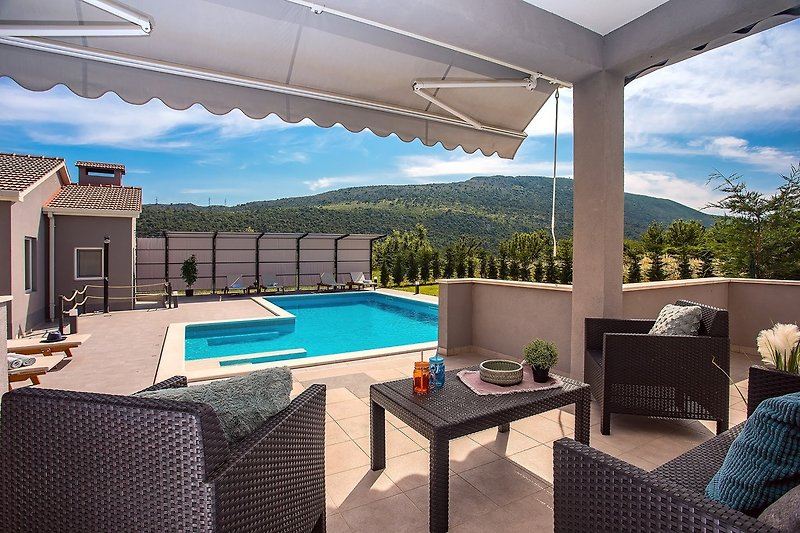Apartment Villa Bego mit Spielplatz, Pool mit angeschlossenem Whirlpool, Sommerküche