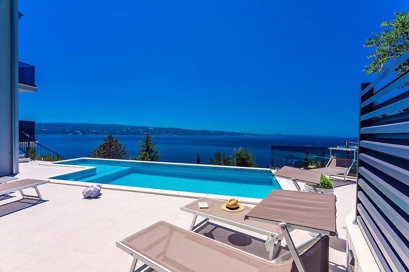 Villa Belvedere mit beheiztem Pool, 4 Schlafzimmern, 4 Bädern, Billard, Medienraum